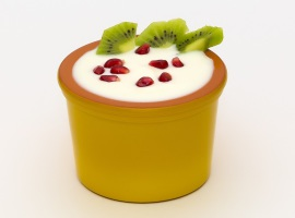Десерт из йогурта с фруктами