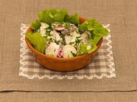 Салат из редиса с огурцом и яйцами